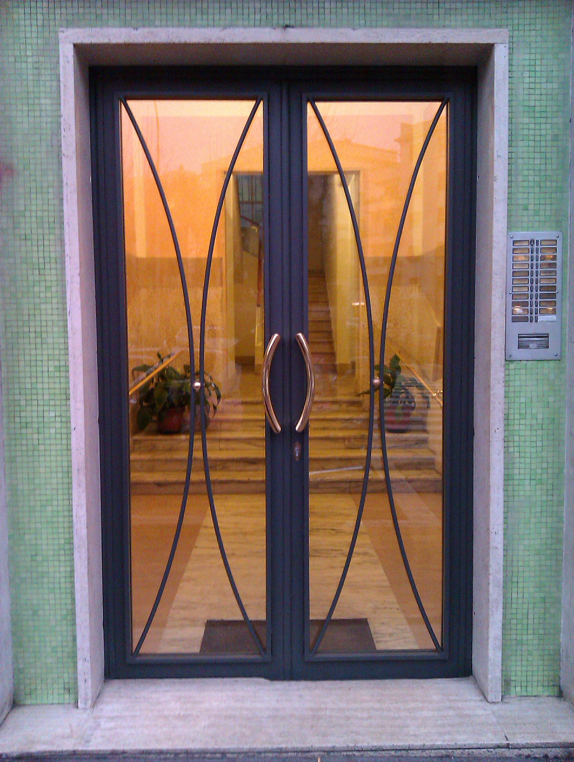 Cancelli condominiali portoni in ferro o m c m infissi roma - Cancello porta ingresso ...
