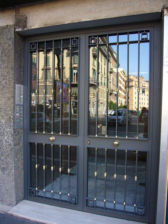 Cancelli condominiali portoni in ferro o m c m infissi roma for Ringhiere usate