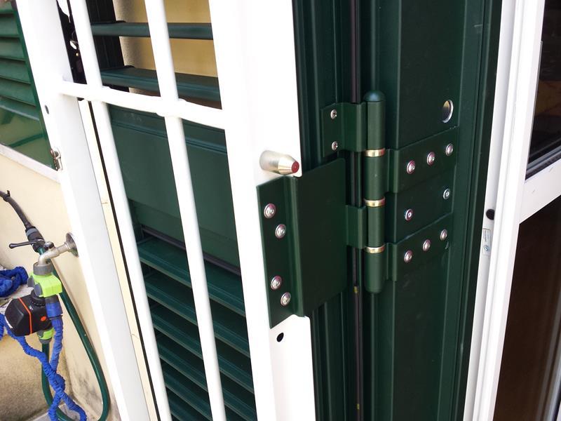 Combinata grata persiana in alluminio o m c m infissi roma - Cerniere per finestre ...