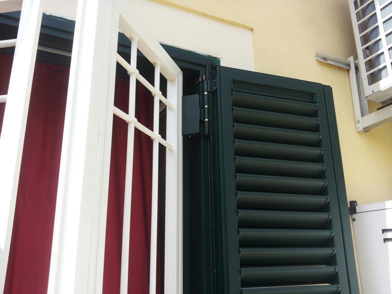 Combinata grata persiana in alluminio o m c m infissi roma - Finestre condominiali aperte o chiuse ...