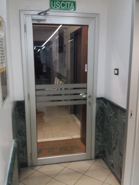 Porte interne in alluminio o m c m infissi roma for Porta ingresso vetro