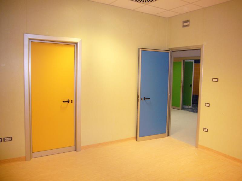 Porte interne in alluminio o m c m infissi roma - Colori per porte interne ...